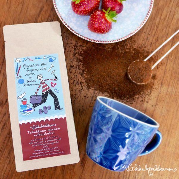 Maukas ja valloittavan tuoksuinen chilillä terästetty suklaan makuinen kahvi on valmistettu Suomessa. Söpö kahvipakkaus on Virkkukoukkusen suunnittelema.