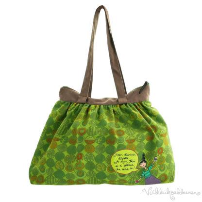 Virkkukoukkusen suunnittelema hauskan mallinen napakka canvas-laukku. Vihreä pampula kuosinen olkalaukku on Suomessa tehty.