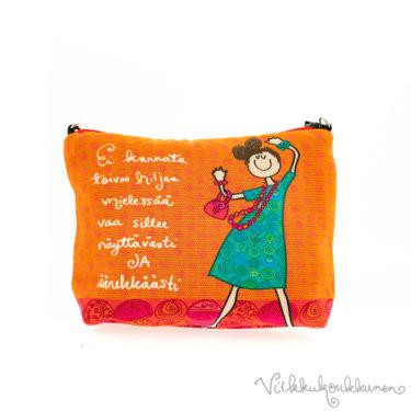 """Virkkukoukkusen vetoketjullinen canvas-laukku """"Ei kannata toivoo hiljaa mielessää...""""-tekstillä. Suomessa valmistettu oranssi pikkuveska on 100% puuvillaa"""