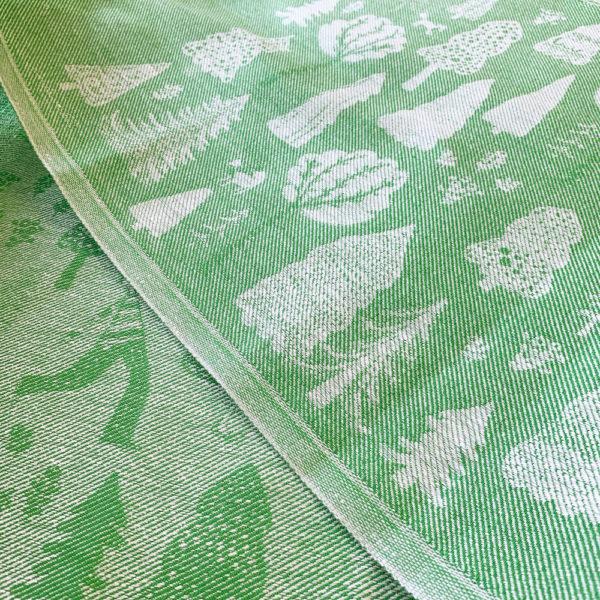 virkkukoukkusen suunnittelema ja jokipiin pellavan valimistama kaunis pellavainen vihreä laudeliina