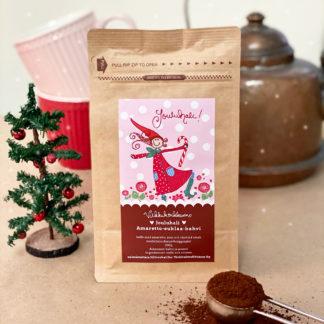 """Herkullinen amaretto-suklaa-kahvi vaaleanpunaisella jouluisella etiketillä ja tekstillä """"Jouluhali"""". Valmistettu Suomessa."""