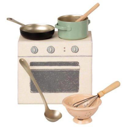 Mailegin kokkailusetti luonnonvalkoisessa hellannäköisessä rasiassa