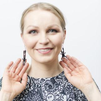 Kauniit Suomessa suunnitellut ja valmistetut puiset korvakorut Puput-kuosilla.
