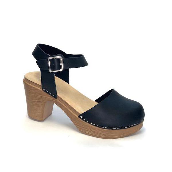 Ruotsalaiset Calou Tora Black mustat nahkakengät ovat erittäin mukavan tuntuiset jalassa! Näillä kävelee vaikka koko päivän. Kevyen polyuretaanipohjan ansiosta nämä kengät kevyet ja miellyttävät käyttää. Joustava pohja pehmentää askelta.
