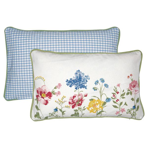 Greengaten kaunis tyynynpäällinen on Thilde-sarjaa. Toiselta puolelta valkopohjainen kukkakuvioinen ja toiselta vaaleansini-valko-ruudullinen.