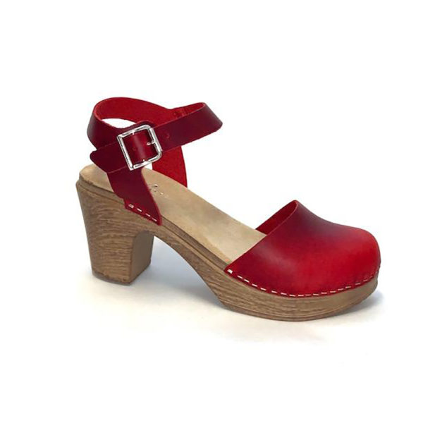 Ruotsalaiset Calou Tora Red punaiset nahkakengät ovat erittäin mukavan tuntuiset jalassa! Näillä kävelee vaikka koko päivän. Kevyen polyuretaanipohjan ansiosta nämä kengät kevyet ja miellyttävät käyttää. Joustava pohja pehmentää askelta.