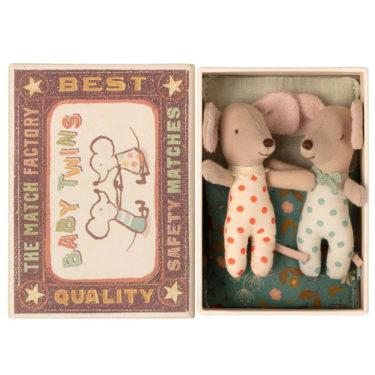 Maileg Baby mice, Twins in matchbox - Mailegin suloiset kaksoshiiret laatikossa.