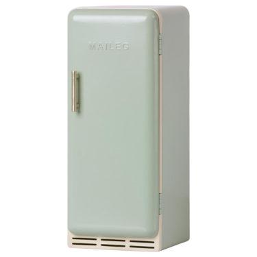 Maileg miniature fridge mint - Mailegin puinen mintunvärinen miniatyyrijääkaappi.