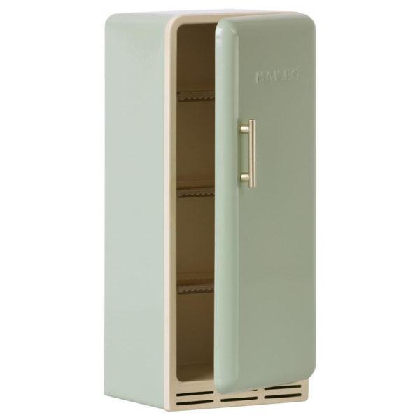 Maileg miniature fridge mint - Mailegin mintunvärinen miniatyyrijääkaappi.