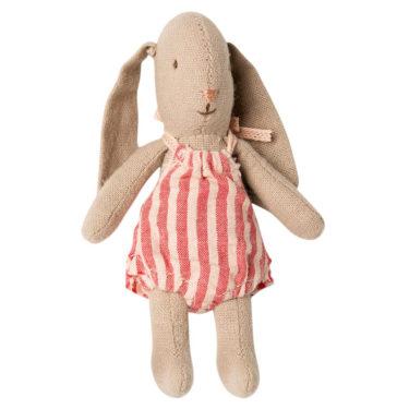 Maileg Bunny micro - Mailegin söpö luppakorvainen minihiiri puna-vaaleanpunaraitaisessa haalarissa.