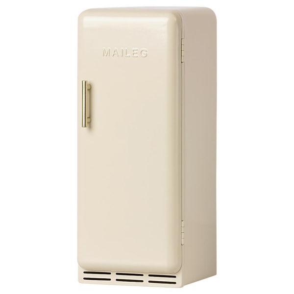 Maileg miniature fridge offwhite - Mailegin luonnonvalkoinen miniatyyrijääkaappi.