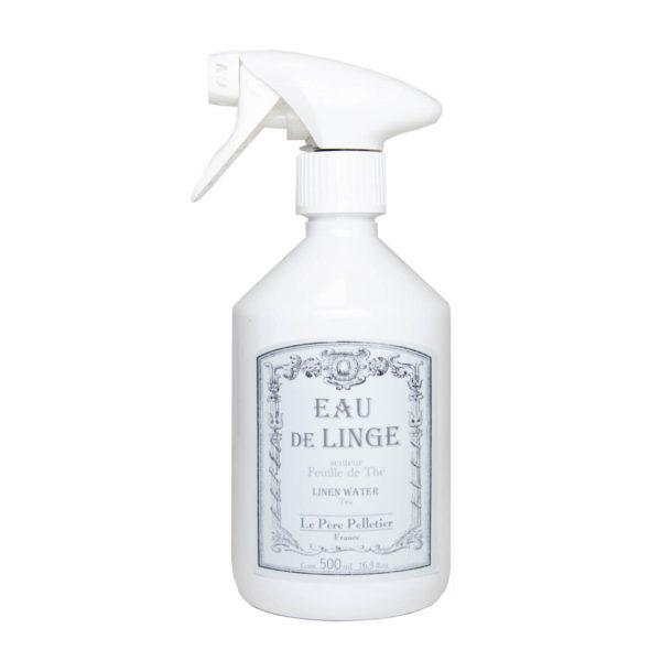 Le Pere Pelletierin teentuoksuinen silityssuihke kauniissa valkoisessa pullossa.