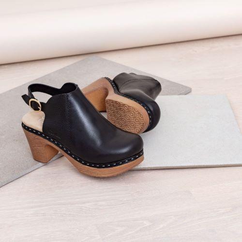 Ruotsalaiset Calou Tyra black mustat nahkakengät ovat erittäin mukavan tuntuiset jalassa! Näillä kävelee vaikka koko päivän. Kevyen polyuretaanipohjan ansiosta nämä kengät kevyet ja miellyttävät käyttää. Joustava pohja pehmentää askelta.