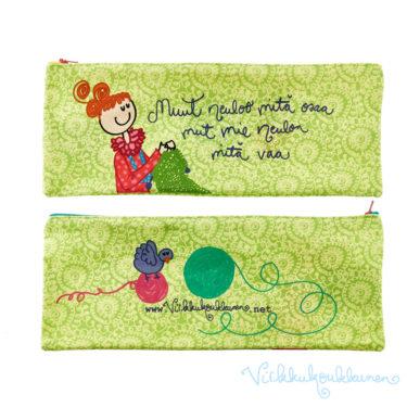 """Pitkä puikkopussi """"Muut neuloo mitä osaa mut mie neulon mitä vaa"""""""
